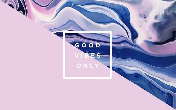 solo buenas vibras, fondos de pantalla con frases, foto diagonal colores rosado y lila, imagines para fondo de pantalla