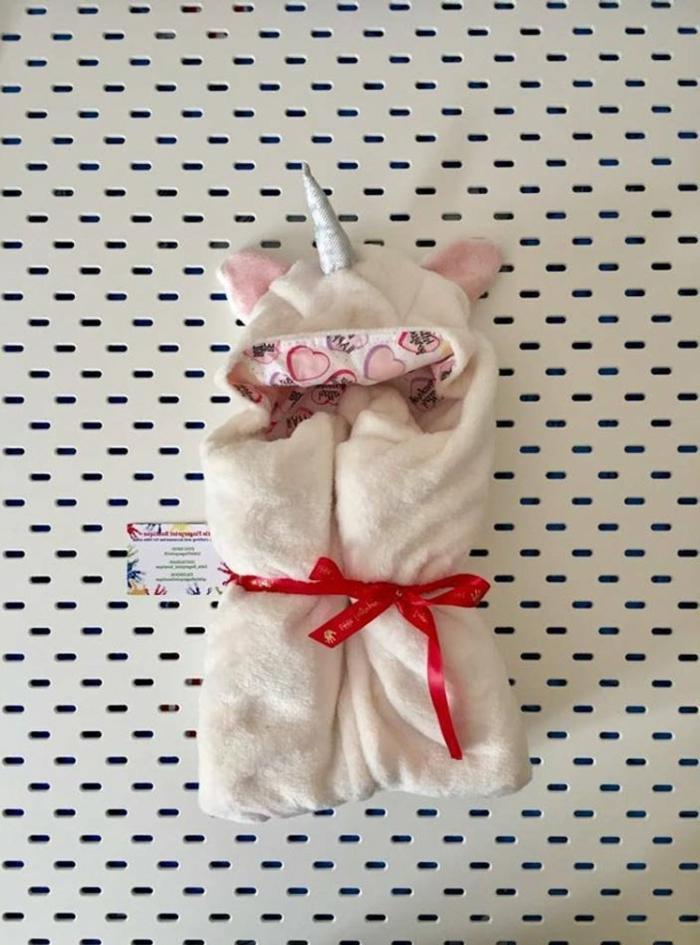 preciosos detalles para regalar a un bebé, manta de peluche unicornio, regalos para bebes recien nacidos atractivos