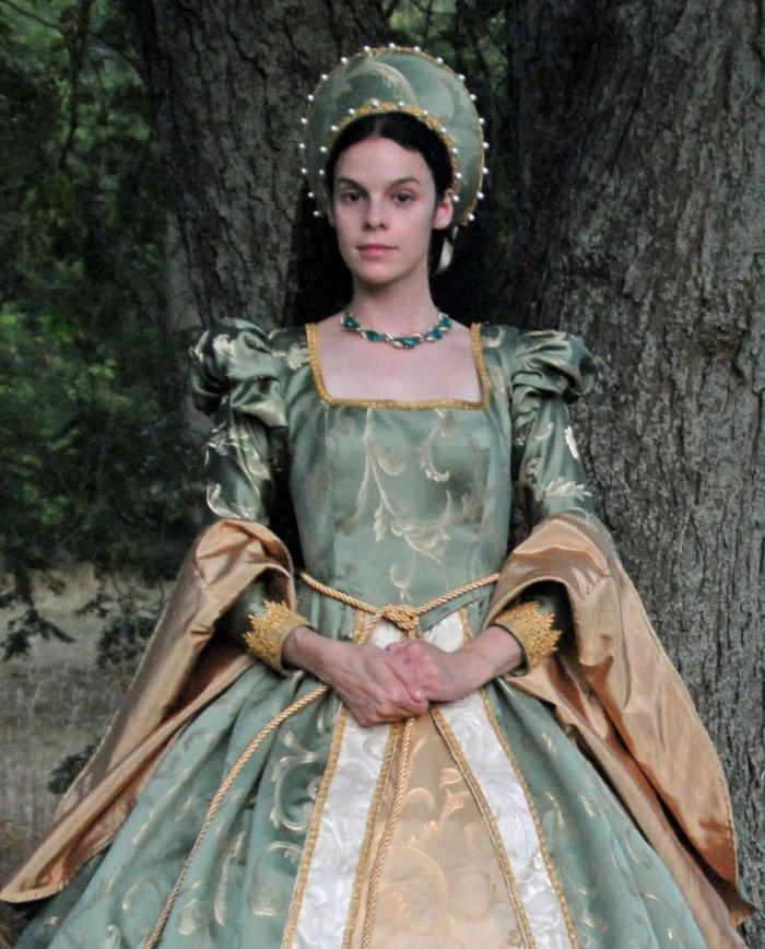 ideas sobre peinados vintage pelo suelto, precioso vestido en estilo medieval, pelo suelto con precioso adorno en la cabeza