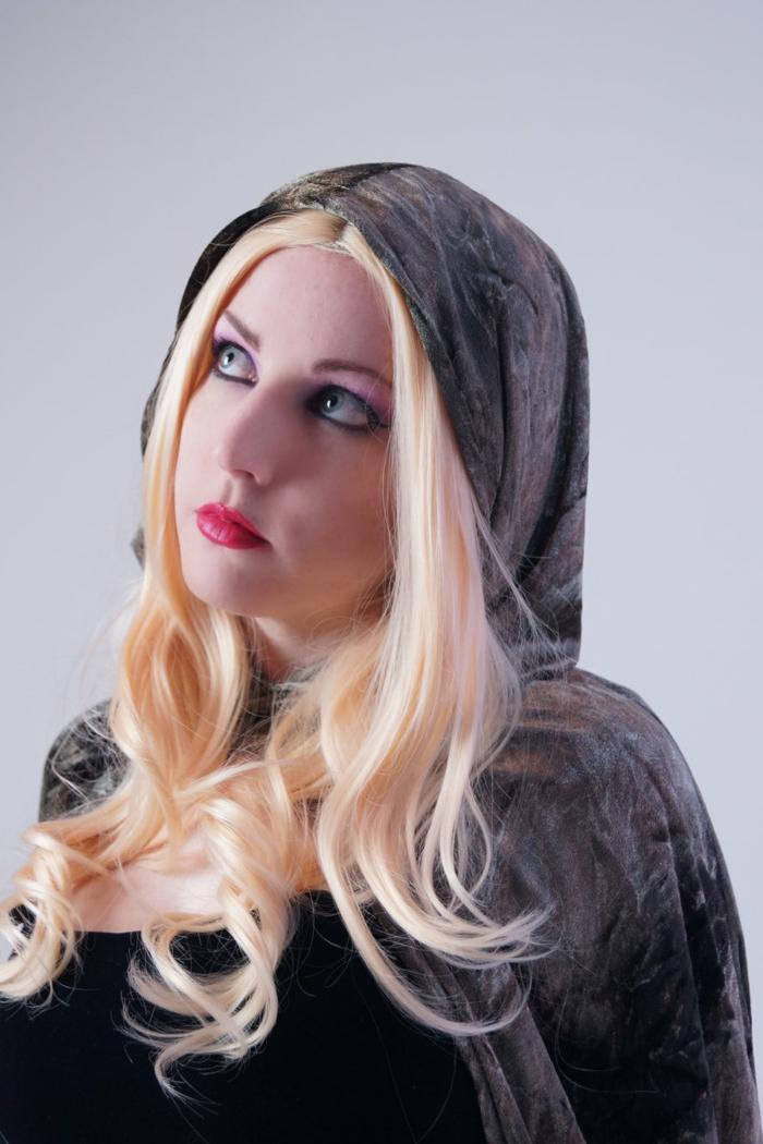 originales propuestas de peinados medievales pelo suelto, sugerencias de peinados vintage, mujer cabello largo rubio