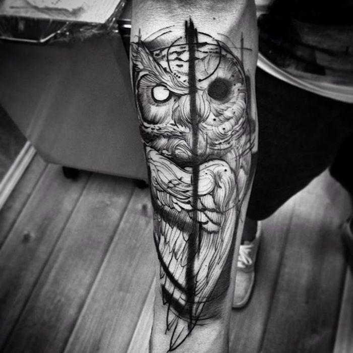 tatuaje búho con dos caras, tatuaje en el antebrazo atractivo, interesantes diseños de tatuajes, tatuajes de animales originales