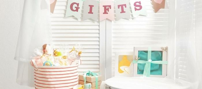 te presentamos más de 80 propuestas de regalos para bebes recien nacidos, pequeñas cosas para regalar en una bienvenida de bebé