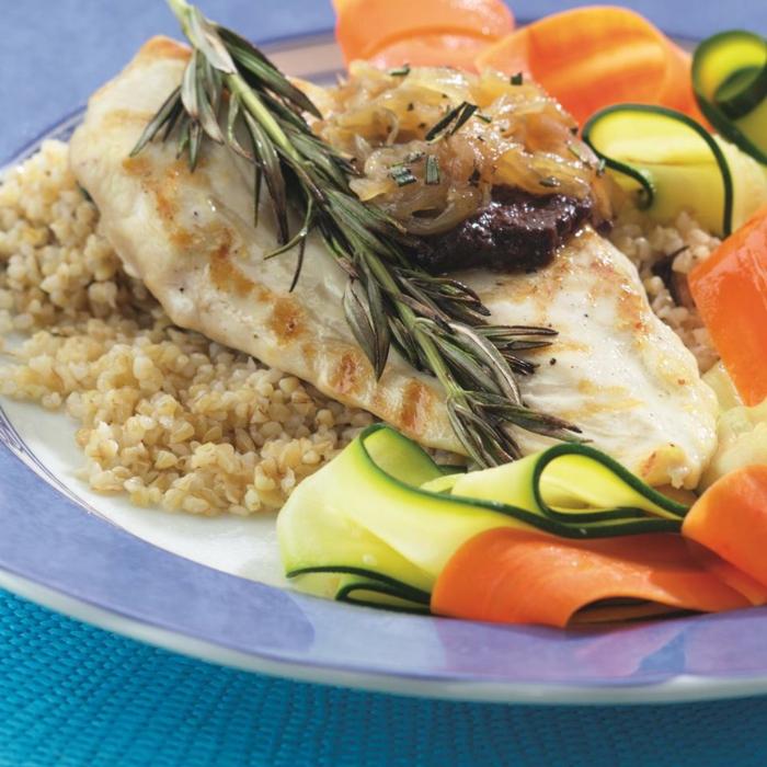 propuestas de menus dietéticos y cenas ligeras y rapidas de preparar, pollo cocido con romero, arroz marrón y verduras