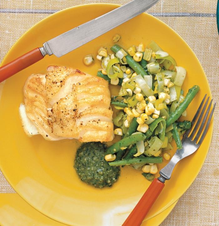pollo cocido al horno con brócoli, platos ricos y equilibrados para estar en forma, ideas de comidas con pollo y verduras