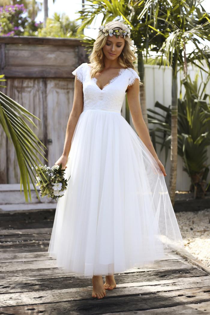 bonitos vestidos de novia en estilo boho chic, vestido de novia color blanco, falda de tul y parte superior con mangas cortas