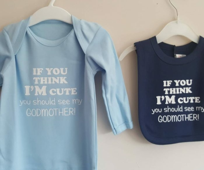regalos para bebes recien nacidos personalizados, babero y blusa en color azul con mensajes divertidos, regalos bebé pequeño