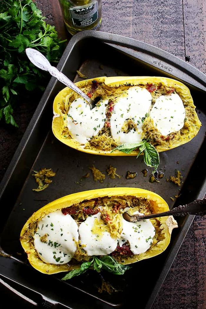 barcos de pimientos rellenos de quesos, yogur, comidas ligeras para preparar en verano, ideas de recetas faciles y sanas