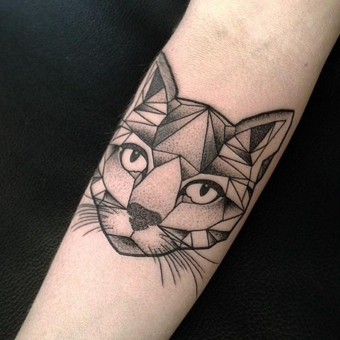 tatuajes de gatos en estilo geométrico, simbología y diseños de los tatuajes geométricos, dibujos egipcios en tatuajes