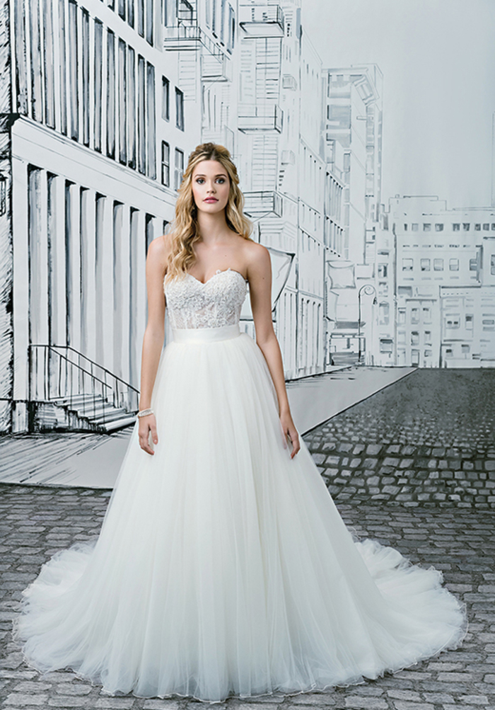 diseños clásicos de vestido novia princesa, adorable vestido con falda de tul blanco, cintura alta y parte superior sin mangas