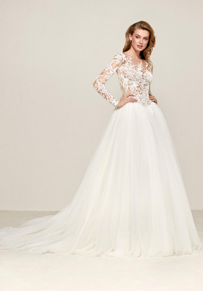 preciosos vestidos con larga y voluminosa falda tipo princesa, elige el vestido perfecto para tu boda en 80 imagines