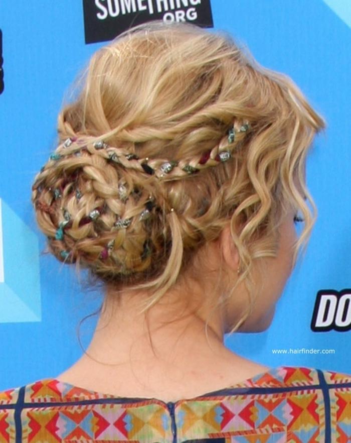 recogidos medievales con moños y trenzas super bonitos, las mejores ideas de accesorios de pelo pala lucir impecable