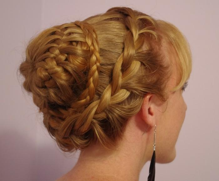 originales ideas de peinados pelo largo, larga cabellera recogida en precioso moño con trenzas, peinados pelo largo mujer