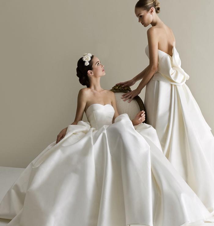 dos vestidos de novia de satén en blanco y color champán, vestido novia princesa, los mejores diseños de vestidos de novia