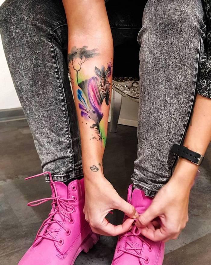 diseños de tatuajes unicos en acuarela, las mejores ideas de tatuaje en el antebrazo con animales, diseños en acuarela