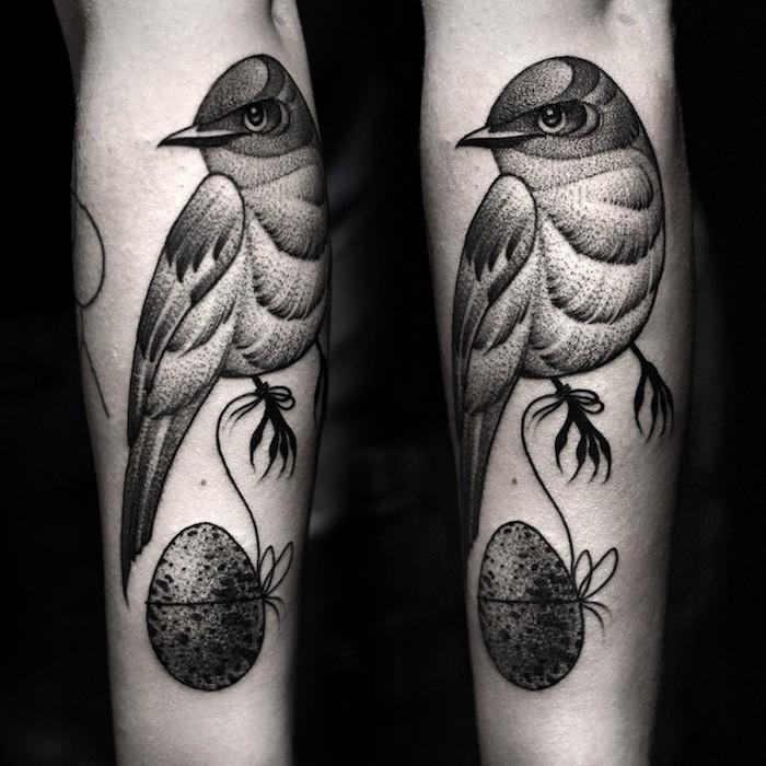 diseños de tatuajes con animales con fuerte significado, tattoo ave en el antebrazo simbolico, grandes tatuajes con significado