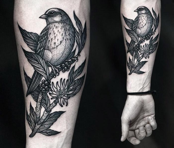 hermoso tatuado en el antebrazo con un fuerte significado, tatuajes de animales con simbología, tatuajes de aves
