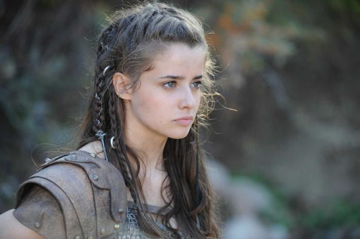 semirecogidos medievales inspirados en famosas peliculas, semirecogido original y bonito cabello largo, los mejores peinados mujer