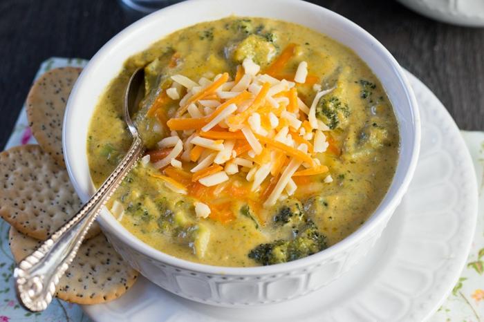 sopa de vegetales con brócoli y queso rallado, dieta para bajar de peso, originales recetas con alimentos saludables y nutritivos