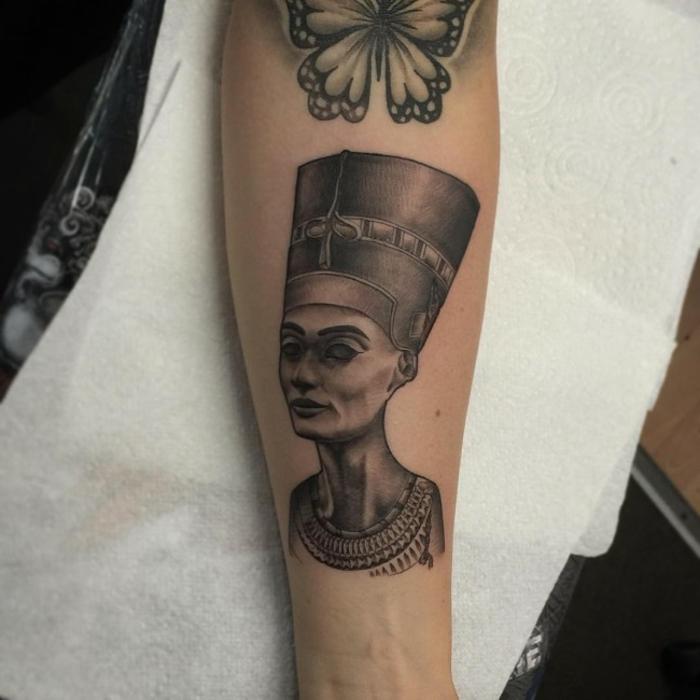 ideas de tatuajes con faraones, galería de imagines con más de 70 ejemplos de tatuajes egipcios, ojo de horus tatuaje y otros simbolos