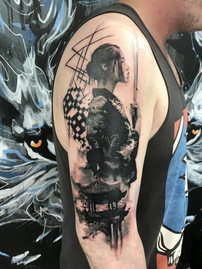 tradicionales diseños de tatuajes con geshas y samurais, tatuaje brazo hombre, fotos de tatuajes old school para hombres