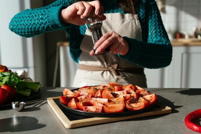 tomates con orégano para poner en el horno, sopas de tomates caseras super ricas, ideas de recetas paso a paso