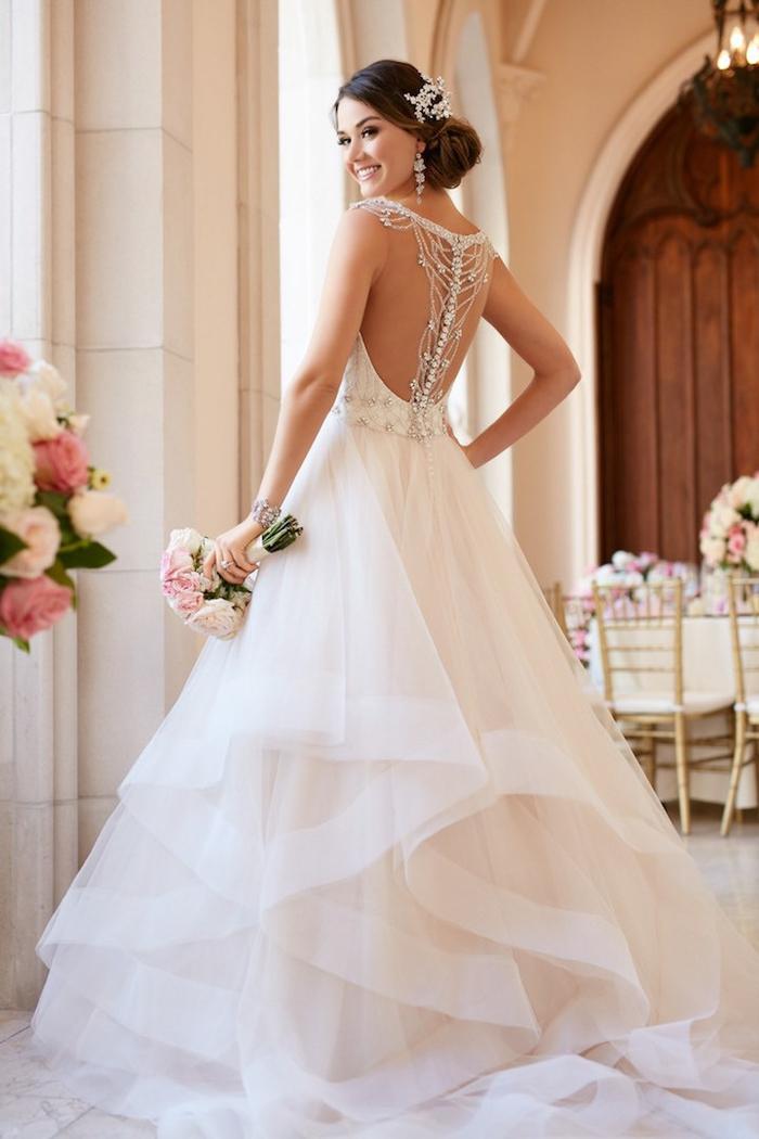 adorable vestido de seda y tul, espalda ornamentada con bonitos detalles, vestidos de novia espalda descubierta en fotos