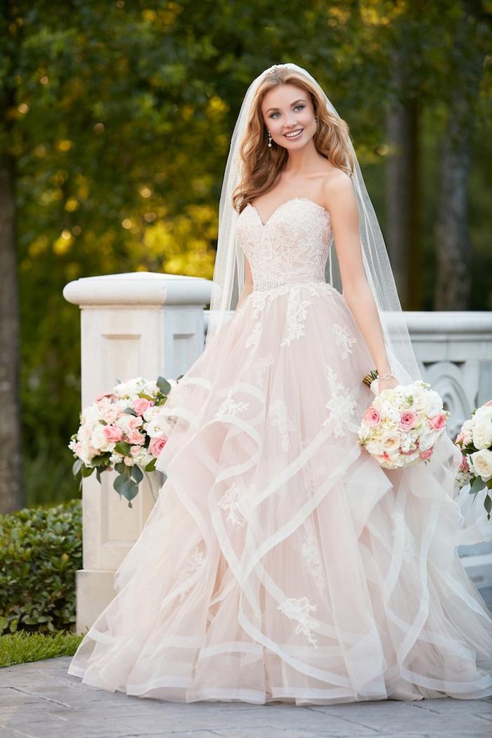 maravilloso vestido de seda y tul, vestidos de novia color rosa, bonito vestido con bordados motivos florales, vestidos de novia románticos