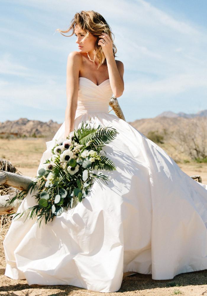 vestido tipo princesa con falda voluminosa, vestido novia princesa con parte superior sin mangas, diseños de vestidos de novia