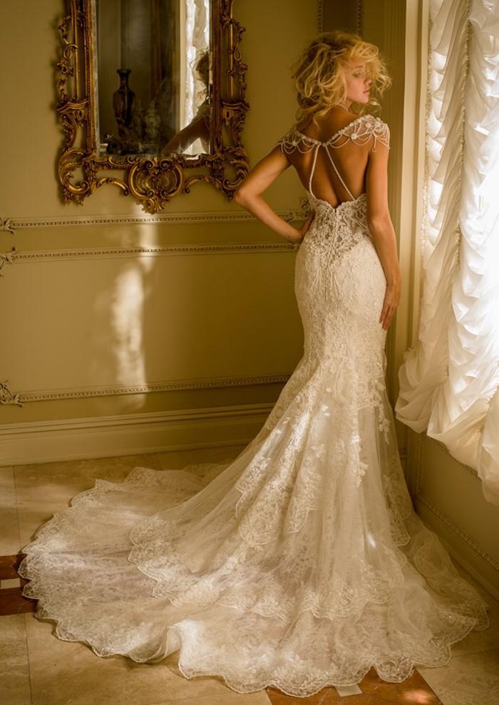 vestido de encaje con espalda original con ornamentos, más de 90 propuestas de vestidos corte sirena novia en imagines