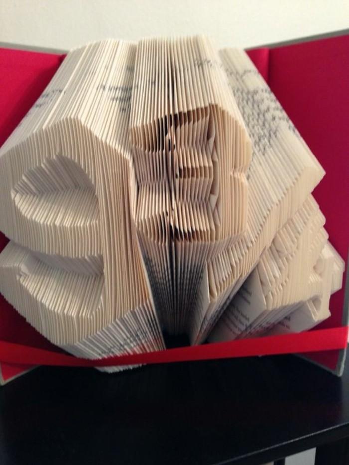 formas y esculturas inusuales hechas con libros con páginas plegadas, las mejores ideas de pledago de libros paso a paso