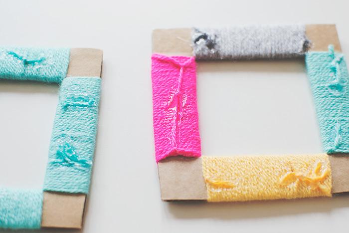 marcos de cartón DIY adornados de hilo en colores, manualidades faciles para niños, manualidades para decorar la casa