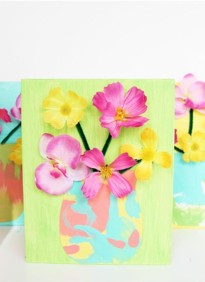 preciosos ejemplos de regalos para profesores hechos a mano, colorido cuadro con flores falsas en amarillo y rosado