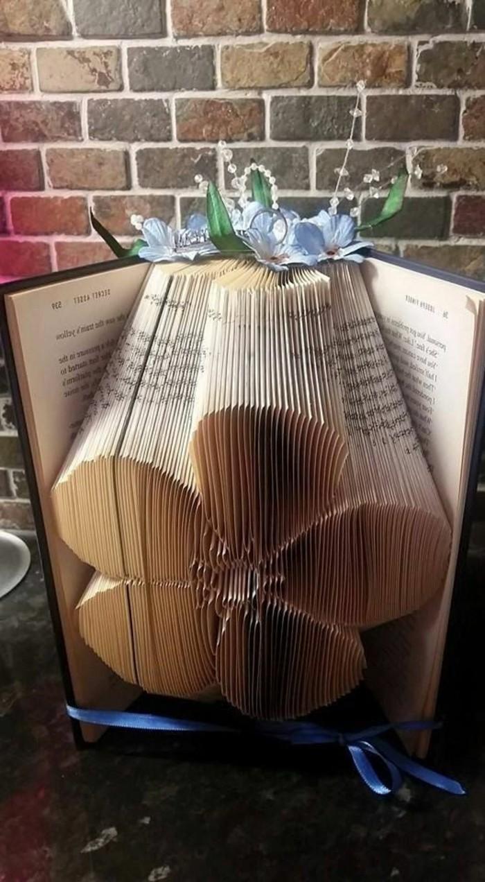 ideas sobre como hacer flores de papel, regalos para bodas y aniversarios unicos, ideas de pledago de libros artisticas