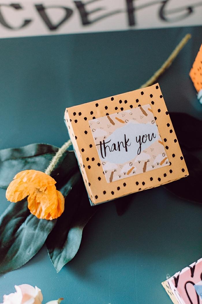 regalos DIY únicos, 90 ideas de regalos para invitados de boda en imagines, caja de regalos pequeña hecha a mano
