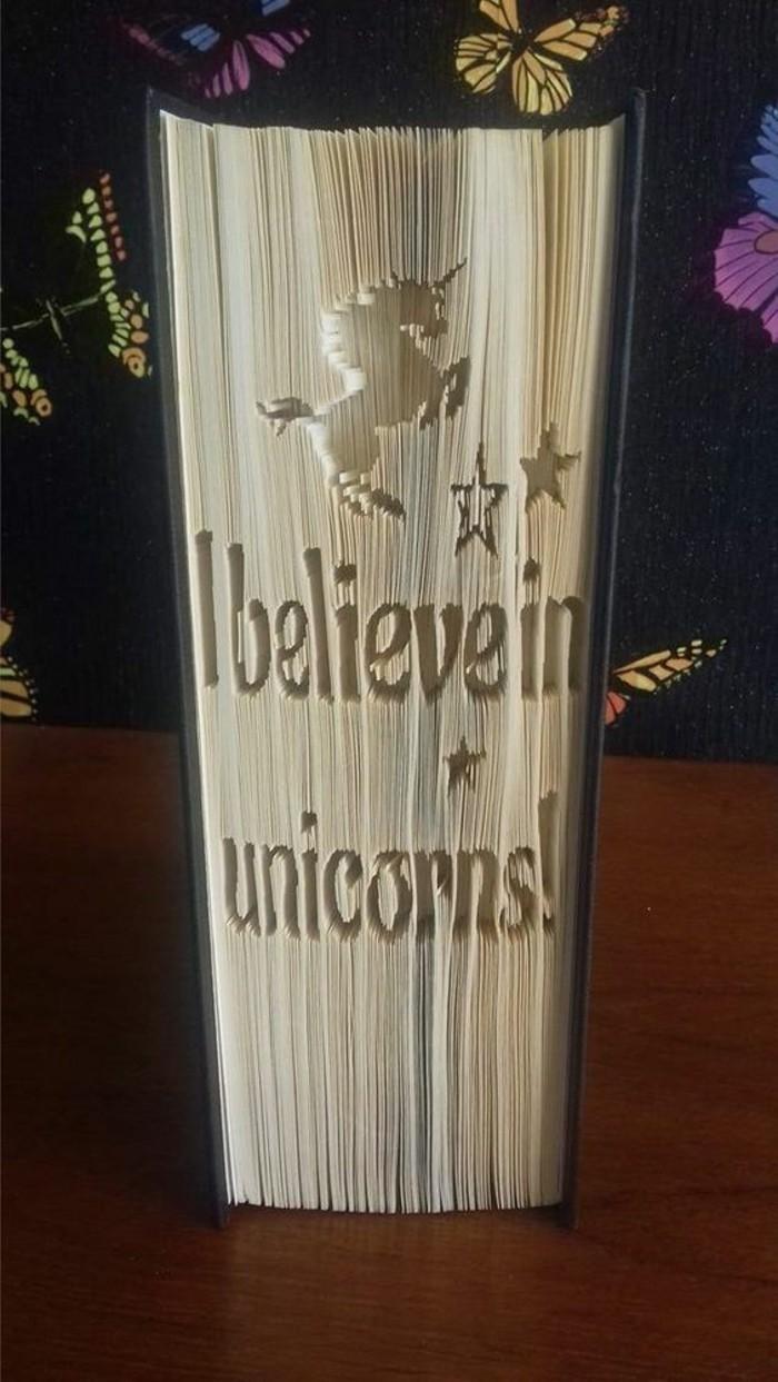 páginas de libros plegadas, originales ideas de pledago de libros, mas de 85 ideas de creaciones con plegado de páginas