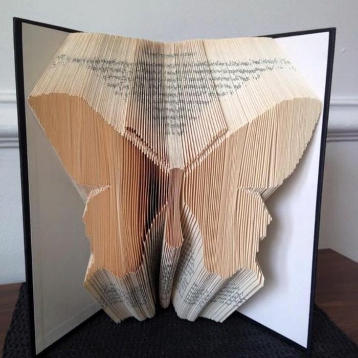 como hacer una mariposa con pledago de libros, creaciones con libros paso a paso, fotos con ideas y tutoriales de páginas dobladas