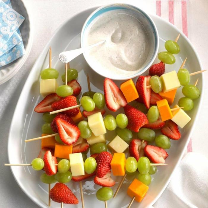 pinchos ricos y saludables con quesos y frutas, aperitivos faciles y elegantes, ideas para sorprender a tus invitados