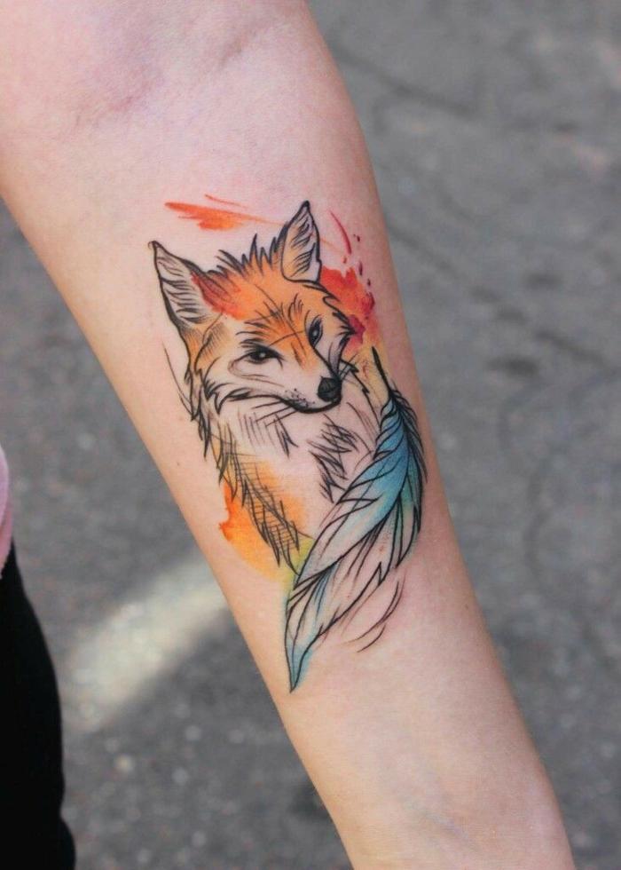 tatuaje zorro en colores, más de 90 ideas de tattoos de animales, tatuajes en pintura acuarela, diseño bonito en el antebrazo
