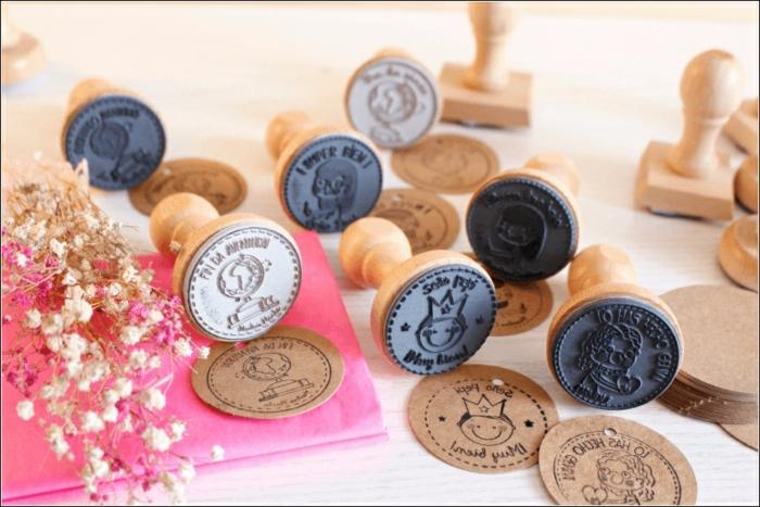 sellos decorativos personalizados para el fin de curso, que regalar a una profesora, ideas unicas de regalos DIY paso a paso