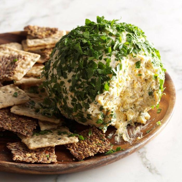 bolas de queso con nueces, originales ideas de recetas para toda la familia en verano, canapes faciles y rápidas de hacer