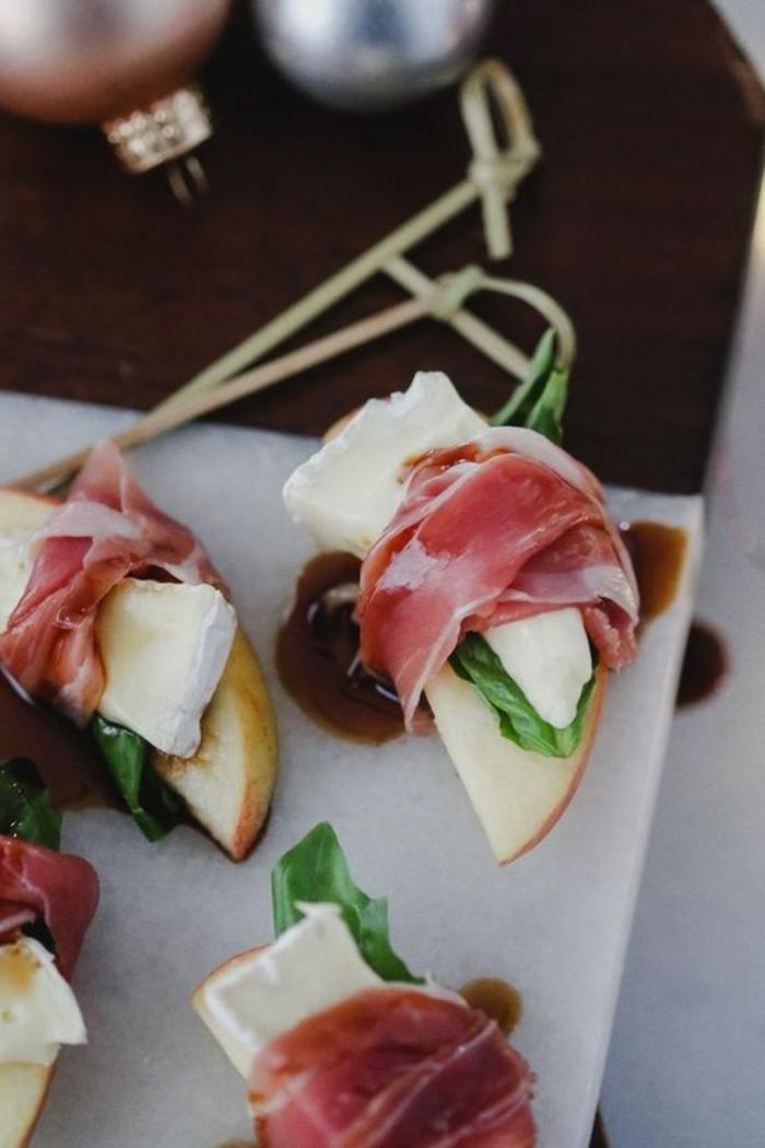 pinchos con manzanas, queso brie y jamón ibérico, canapes faciles y originales, pinchos ricos para tus invitados paso a paso en fotos