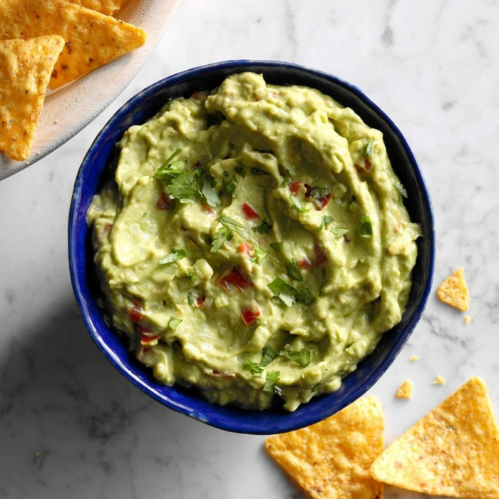 ideas de guacamole casero para toda la familia, aperitivos navidad originales y fáciles de hacer, guacamole casero paso a paso
