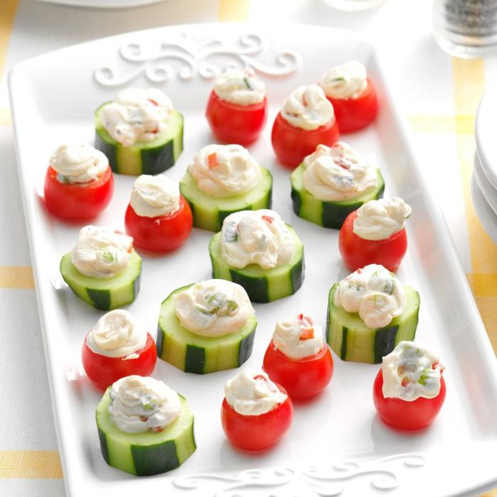 pepinos y tomates con ensaladilla rusa, aperitivos sencillos y originales, fotos de aperitivos fáciles y saludables paso a paso