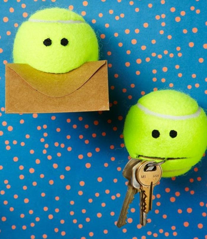 ideas de manualidades fáciles para hacer en casa con los niños, manualidades decoracion fáciles, bolas de tennis originales