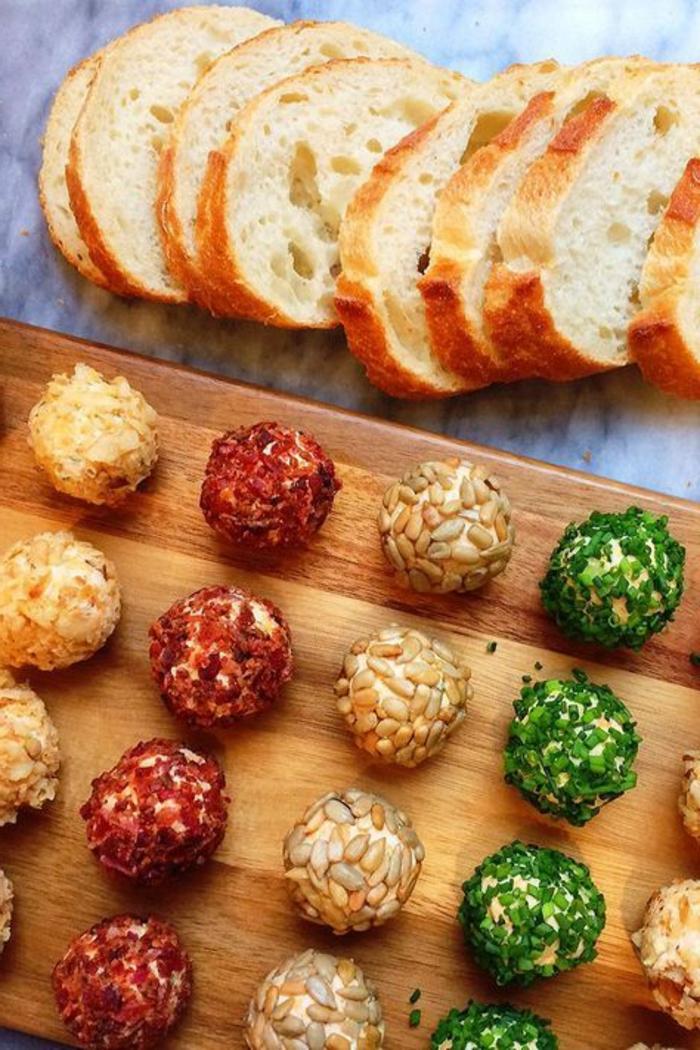 propuestas de canapes sencillos para hacer en casa, bolas de queso con semillas, especies y cebolla verde, entrantes paso a paso