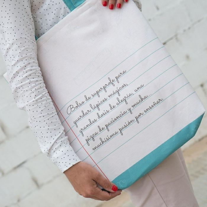 bolso personalziado tipo cuaderno, regalos personalizados para profesores, interesantes propuestas de regalos fin de curso