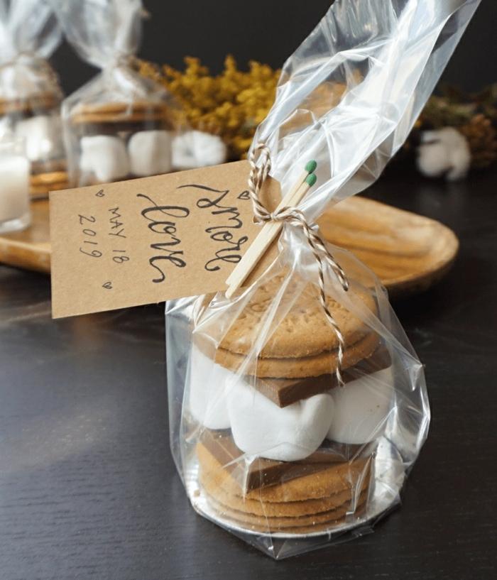 bolsas y cajas de golosinas, originales ideas de dulces y caramelos para regalar a tus invitados, detalles para regalar