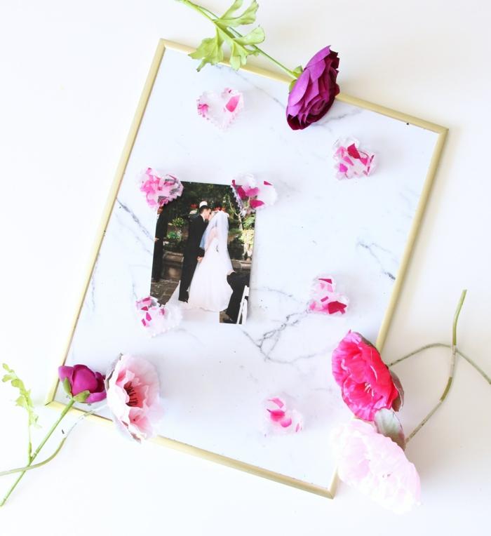 precioso regalo para los invitados de tu boda, cuadro decorativo con foto de los novios y jabones caseros en forma de corazón
