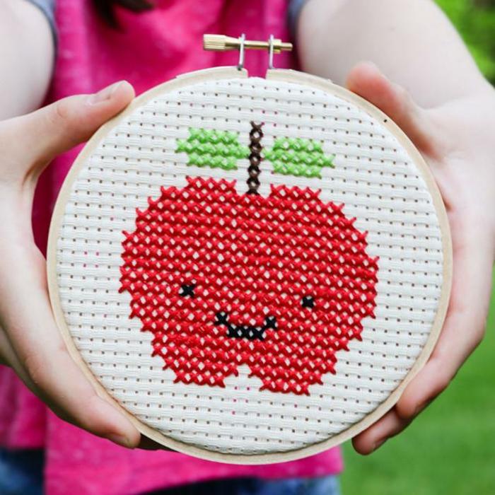 bordados para regalar bonitos, regalos personalizados para profesores con manzanas, fotos de regalos fin de curso