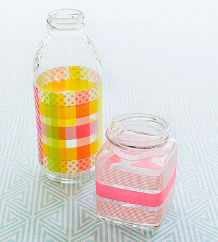 decorar botellas y frascos, como hacer floreros decorados a mano, manualidades para niños de 6 a 12 años para el verano
